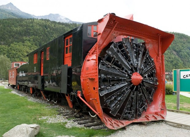 white_pass_snow_plow_no1_aug2011